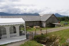 2 Tunet, huset og teltet